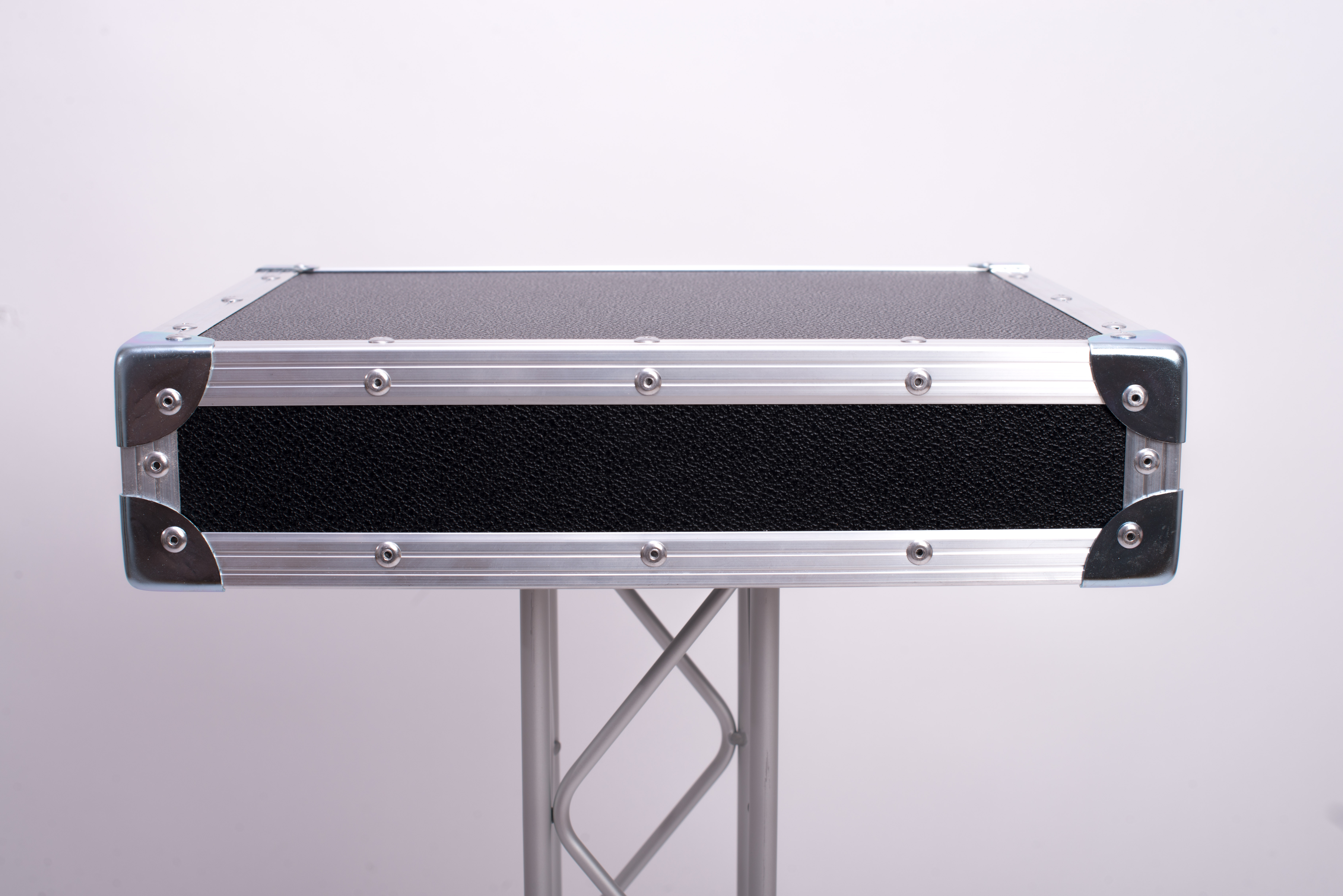 Stage table stand up flightcase illusions for Tisch design for stage and film