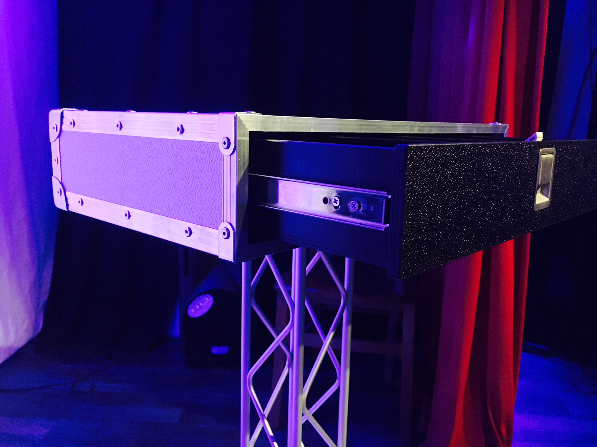 Stage table carsten flightcase illusions for Tisch design for stage and film